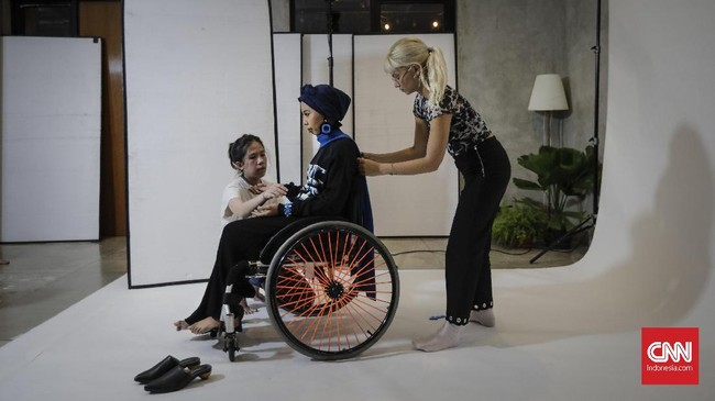 Dunia mode semakin terbuka merangkul kaum disabilitas, tak terkecuali di Indonesia.