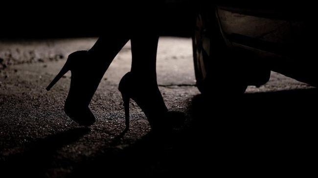 Dugaan Prostitusi Online Artis Ta Diciduk Di Kamar Hotel