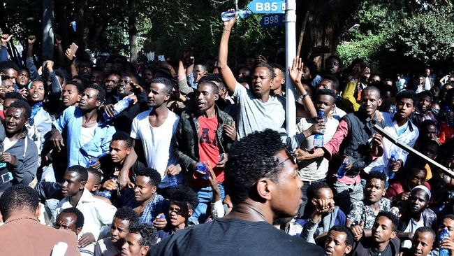 Aksi demonstrasi yang dipicu perselisihan politik berujung kerusuhan yang memicu pertikaian antaretnis di Ethiopia merenggut nyawa 67 orang.