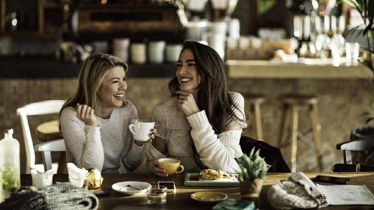 Kehadiran sahabat bisa meningkatkan kepercayaan diri dan mengurangi stres. Yuk, cerita soal kehadiran mereka di hidup Bunda.