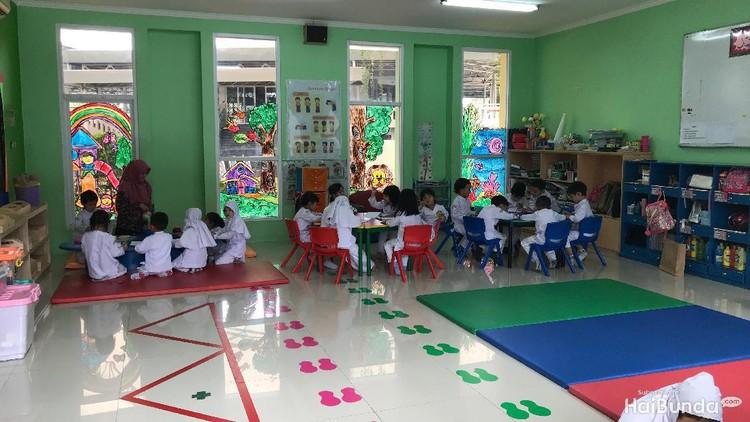 Banyak yang bilang, metode montessori efektif untuk pembelajaran anak. Bagaimana kalau metode ini digabung dengan ajaran agama Islam?