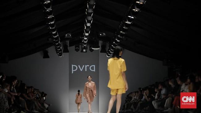 Indonesia Fashion Forward (IFF) mewarnai panggung Jakarta Fashion Week (JFW) 2020 dengan karya PVRA, Lekat, dan Day and Night pada Sabtu (26/10).