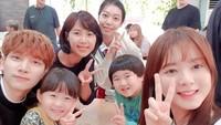 Yannie Kim, wanita asal Bekasi yang sekarang menetap di Korea ini membuat heboh penggemar K-Drama setelah membagikan fotonya bersama personel VIXX, Hyuk saat bermain dalam drama Great Show.