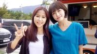 Ada yang tahu artis Korea Ha Ji Won? Yannie juga pernah memamerkan fotonya bareng Ha Ji Won saat bermain dalam drama yang sama yaitu Hospital Ship.