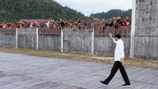 Ketua Sinode Gereja Kemah Injil Indonesia (GKII) mengaku kecewa Presiden Jokowi belum juga bersikap atas penembakan pendeta Yeremia Zanambani di Papua.