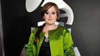 <p>Kemudian, di tahun 2009, tubuh Adele terlihat lebih langsing dibanding tahun sebelumnya. Mungkin faktor kelelahan dan rutinitas yang panat, membuat berat badannya sedikit menyusut. (Foto: Not to Love)</p>