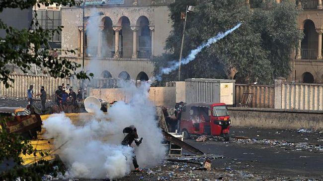 Aparat keamanan Irak menembak mati 40 demonstran dalam demo yang berujung kerusuhan sepanjang Kamis (28/11) malam sampai Jumat (29/11) dini hari.