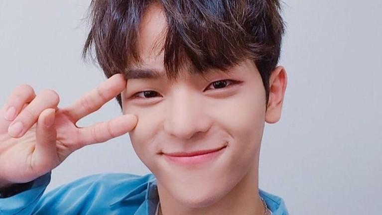 Woojin resmi hengkang dari Stray Kids. Hal ini sudah dikonfirmasi pihak JYP Entertaiment. Berikut, deretan pesona tampan dan imutnya Woojin Stray Kids.