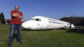 Warga Kroasia Parkir Pesawat di Halaman Rumah