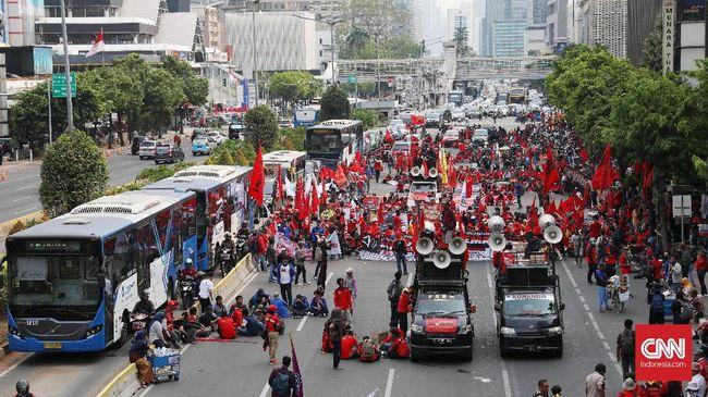 Buruh akan menggelar unjuk rasa di Balai Kota DKI Jakarta, Rabu (31/10) siang. Polisi menyiagakan ratusan personel untuk mengawal aksi.