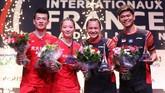 Praveen/Melati berpose bersama Zheng Siwei/Huang Yaqiong di podium. (dok. PBSI)