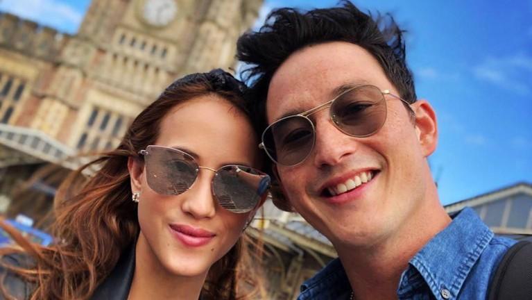 Mike dan Janisaa saat berada di Inggris. Pasangan bahagia itu sendiri diketahui resmi mengumumkan kedekatannya sejak 2018 lalu.