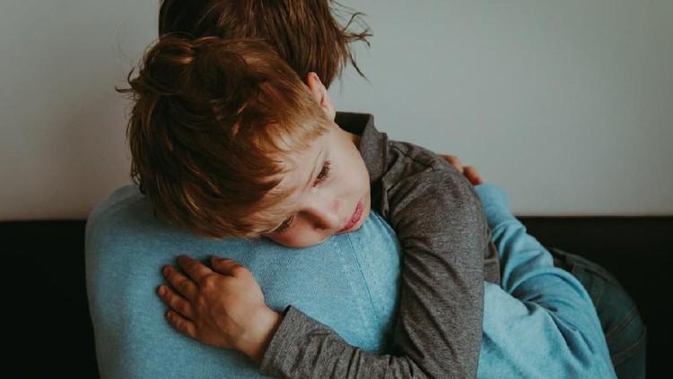 Beberapa anak tega melukai diri sendiri saat tantrum. Sebagai orang tua, Ayah dan Bunda perlu waspada ya.