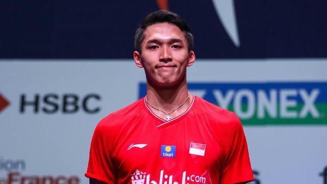 Jonatan Christie harus puas dengan catatan runner up di French Open. Ia kalah dari pebulutangkis senior China, Chen Long. (dok. PBSI)