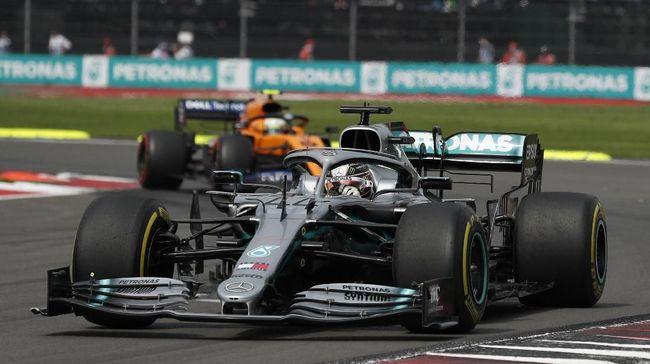 Mercedes driver Lewis Hamilton, of Britain, drives out of a curve during the Formula One Mexico Grand Prix auto race at the Hermanos Rodriguez racetrack in Mexico City, Sunday, Oct. 27, 2019. (AP Photo/Rebecca Blackwell)