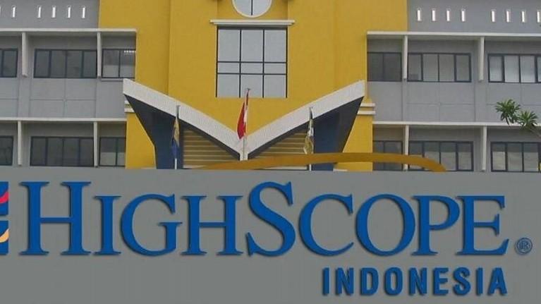 High Scope. Untuk bisa masuk ke sekolah ini, para orangtua harus menyiapkan kocek sekitar Rp53,2 juta dan Rp3,7 juta untuk biaya sekolah per bulannya.