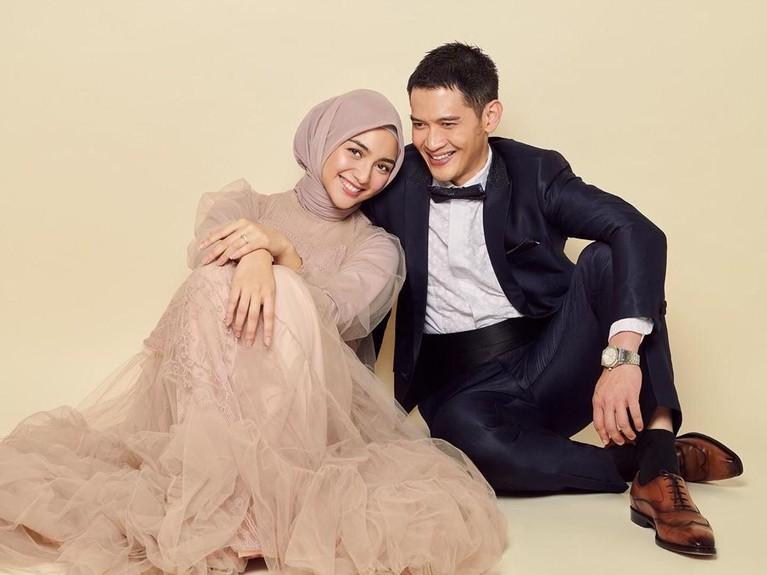 Mantan kekasih Ali Syakieb itu pun sudah tak segan memamerkan kemesraan melalui foto prewedding bersama calon suaminya itu.