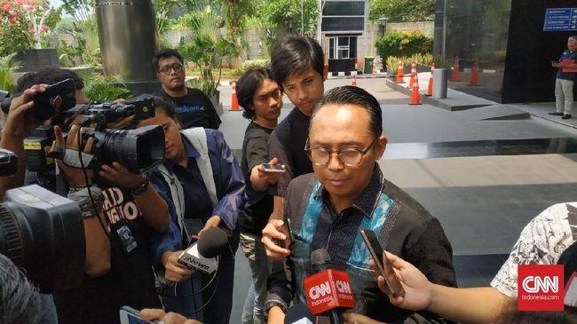 KPK memeriksa Nico Siahaan sebagai saksi kasus TPPU eks Bupati Cirebon Sunjaya Purwadisastra. Sunjaya memberikan Rp250 juta untuk Kongres Sumpah Pemuda PDIP.