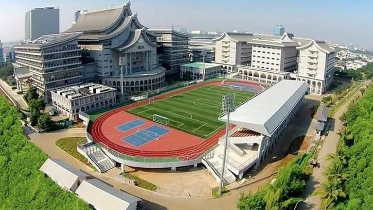 Tzu Chi School. Menjadi salah satu sekolah termahal, Tzu Chi School menyediakan berbagai fasilitas yang sangat lengkap. Sekolah itu juga dibangun di atas luas lahan sekitar 2,2 hektar dan luas tanah 10 ha.