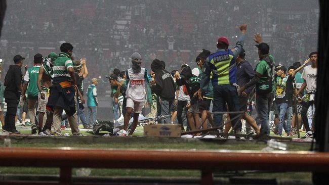 PSSI Jawa Timur kecewa dengan aksi oknum suporter Persebaya Surabaya Bonek yang melakukan perusakan fasilitas Stadion Gelora Bung Tomo (GBT).