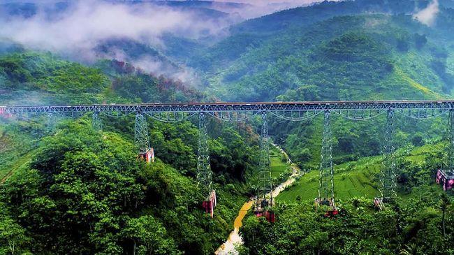 Selain Jembatan Youtefa yang baru diresmikan Jokowi di Papua, berikut sejumlah jembatan mengagumkan sekaligus bersejarah di Indonesia.
