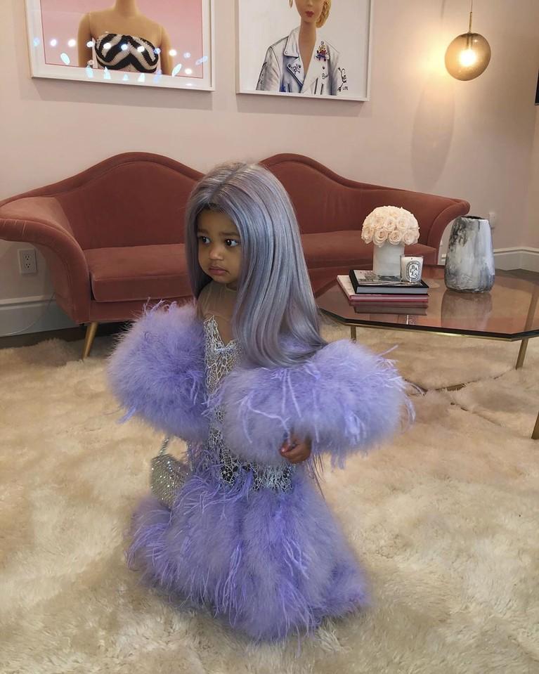 Anak perempuan Kylie Jenner, Stormi mengenakan replika gaun Met Gala 2019-nya.