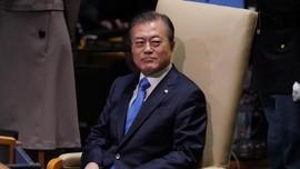 Bagai Idol Korea, Presiden Moon Jae-in Punya 'Lightstick'