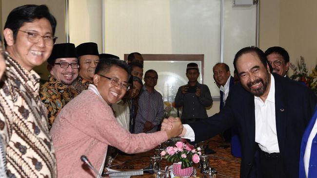 Surya Paloh menyambangi Kantor DPP PKS didampingi elite NasDem. Kedatangannya disambut Presiden dan Ketua Majelis Tinggi PKS, Sohibul Iman dan Salim Aljufri.