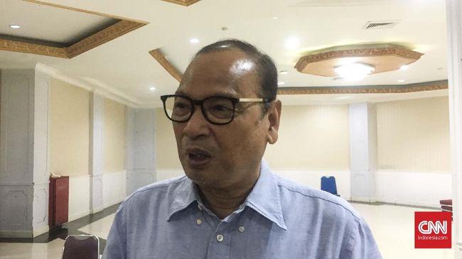 Mantan Manajer Pelita Jaya Rahim Soekasah mengaku siap membantu jika diajak bergabung Iwan Bule sebagai Ketua PSSI baru di dalam kepengurusan periode 2019-2023.