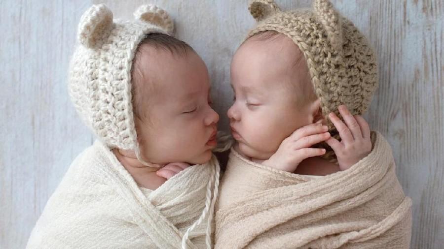 20 Inspirasi Nama Bayi Kembar Islami, Cantik dan Gagah