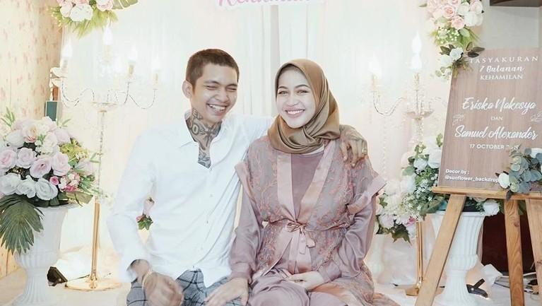 Young Lex juga beberapa waktu lalu mengaku telah menikah dengan Eriska Nekesya pada 20 Juli 2019. Pernikahan itu dilangsungkan dengan akad yang sederhana di kawasan Cibubur.