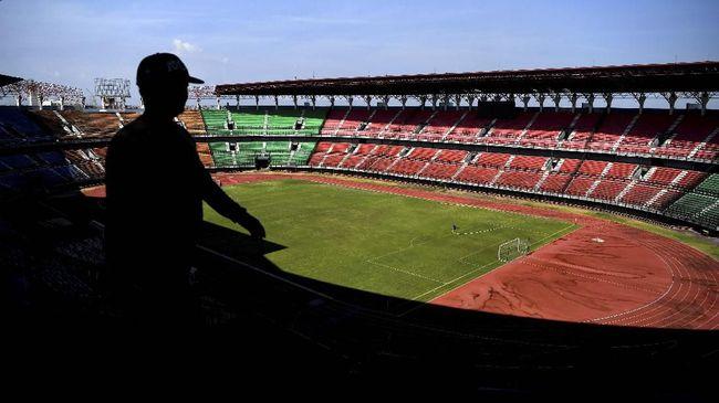 Gubernur Jawa Timur Khofifah Indar Parawansa mengaku siap duduk bersama Wali Kota Surabaya Tri Rismaharini untuk membahas polemik Stadion GBT.