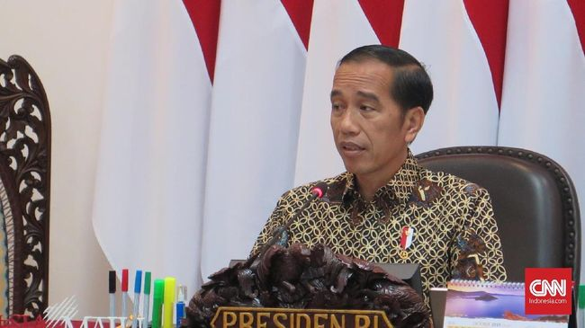 Presiden Jokowi dalam rapat bersama Prabowo Subianto dan sejumlah menteri lain meminta anggaran pertahanan tak semuanya dihabiskan untuk barang impor.
