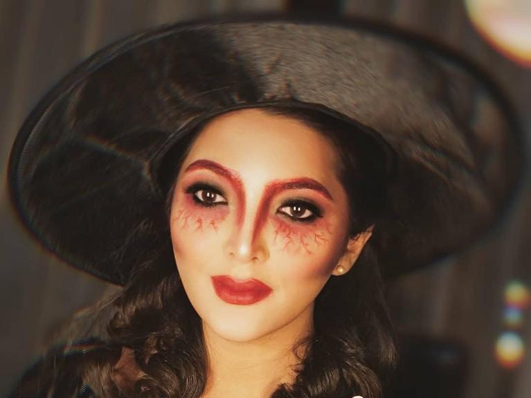 Perayaan hari Halloween selalu identik dengan pesta kostum. Berikut ini kostum halloween pasangan selebriti dunia yang paling kreatif.