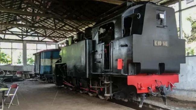 Mak Itam adalah julukan yang diberikan oleh masyarakat Minangkabau untuk lokomotif uap pengangkut batu bara di zaman Belanda.