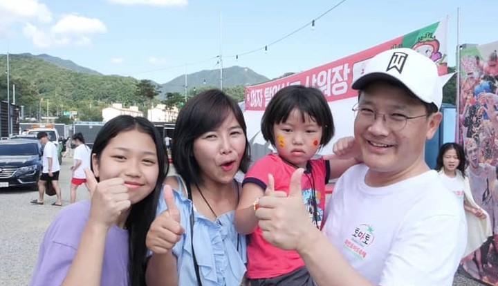 Yannie Kim bersama suami dan anak