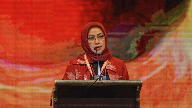 Presiden Jokowi bakal menerbitkan tiga aturan baru untuk mendukung perkembangan industri sawit nasional. Saat ini, rancangan ketiga aturan sudah rampung.