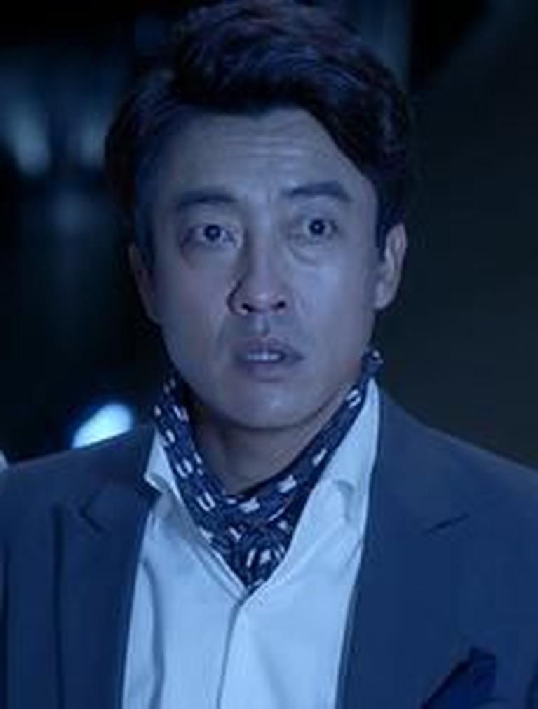 Drama Korea berjudul Vagabond bikin heboh netizen saat tampilkan adegan makan mie instan Indonesia. Ini pesona Jang Hyuk Jin, pemeran di dalam adegan teresebut.