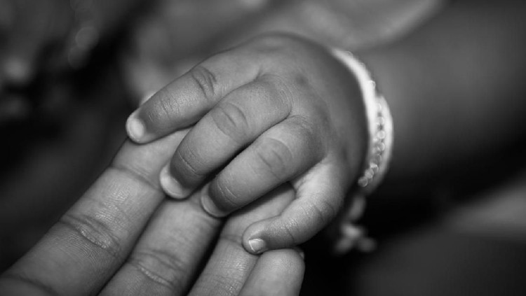 Bocah tiga tahun asal Malang tewas tenggelam di bak mandi. Ternyata disakiti ayah tiri, tega banget!