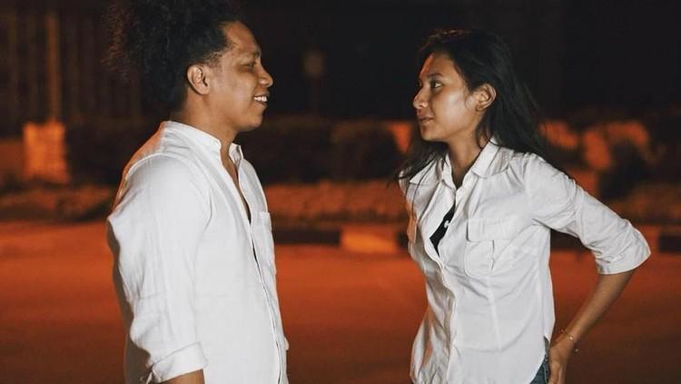 Arie Kriting akhirnya buka suara terkait perseteruan dengan ibunda sang kekasih, Indah Permatasari.