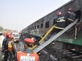 Korban Tewas Kebakaran Kereta Pakistan Capai 71 Orang