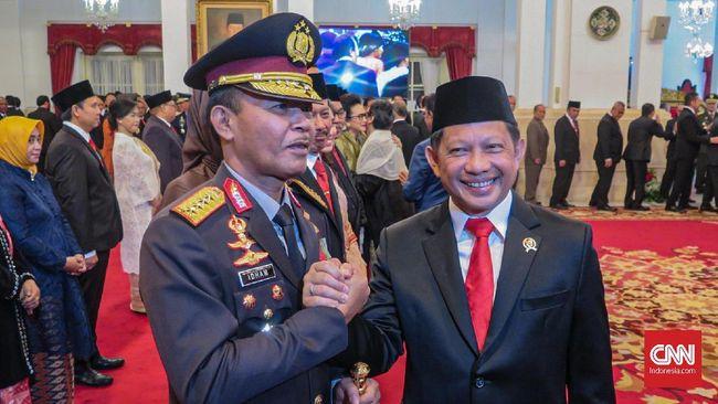 Tito Karnavian menitip pesan kepada Idham Azis sebagai Kapolri. Menurutnya, penegakan hukum tak mudah dilakukan di tengah negara demokrasi yang cenderung bebas.