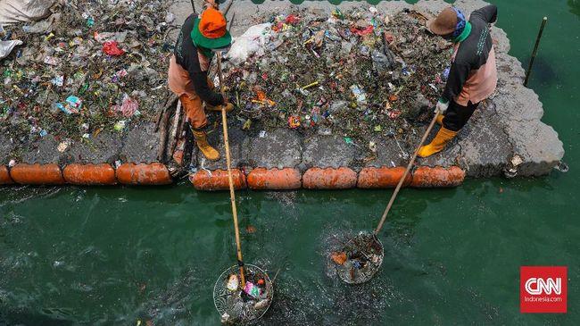 Sebuah brand skincare dari Amerika membuat wadah dari sampah plastik yang didatangkan dari Jakarta dan Bali.