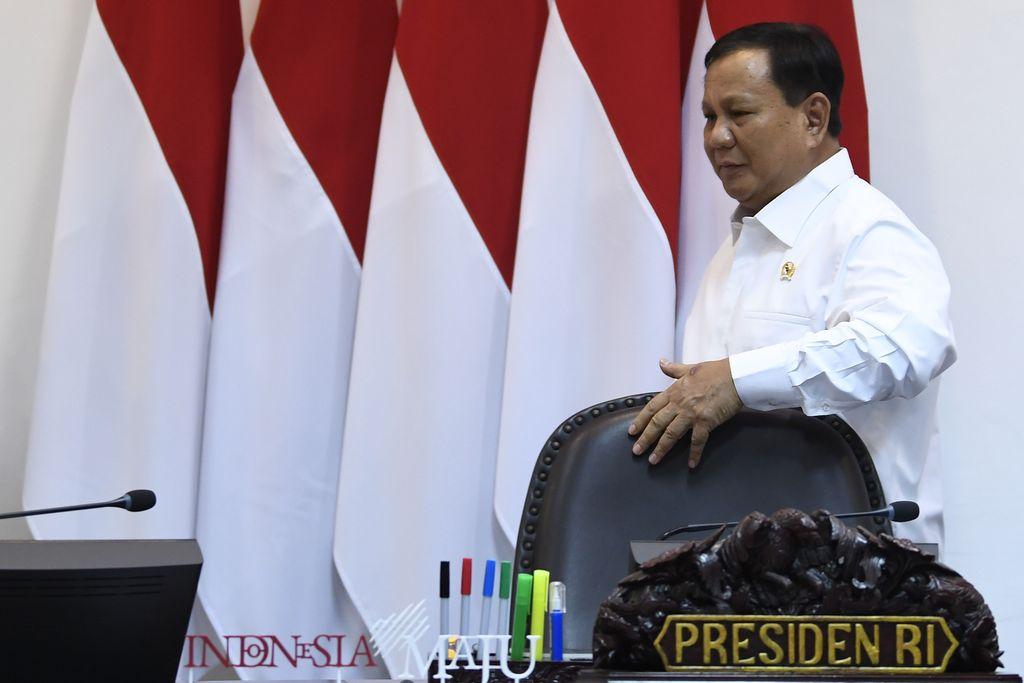 Naik Alphard Putih '1-00', Prabowo Temui Jokowi di Istana
