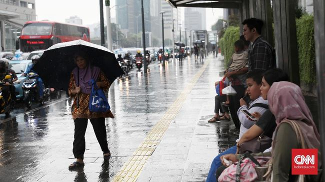 Malam Minggu di Jakarta Diprediksi Berawan dan Hujan