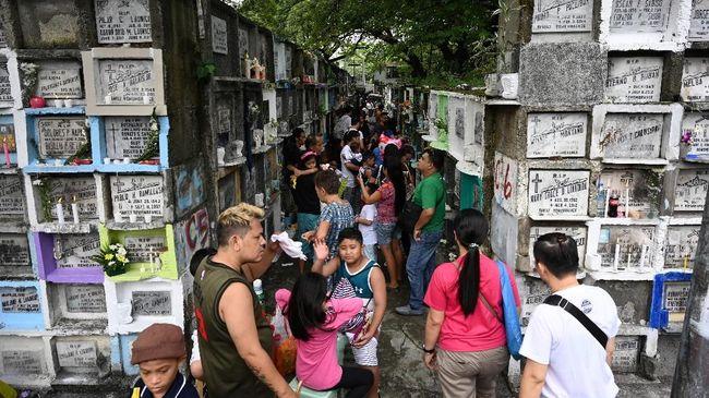 Setiap tanggal 1 November penduduk Filipina bakal pulang kampung untuk ziarah ke makam kerabat tersayang.
