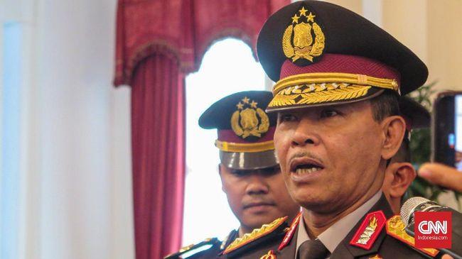 Kapolri Jenderal Idham Azis tak menggubris pertanyaan wartawan tentang kelanjutan penanganan kasus penyidik KPK Novel Baswedan, di Istana Negara, Jakarta, Jumat (1/11).