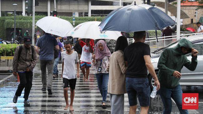 Hujan lebat mulai melanda sejumlah wilayah, netizen sontak dengungkan lagu November Rain milik Gun N' Roses.