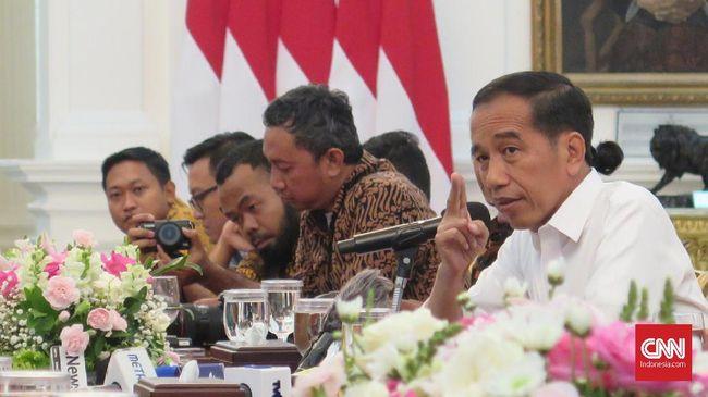Presiden Jokowi meminta penerbitan aturan baru harus dibarengi pencabutan puluhan aturan lama. Hal itu serupa dengan yang dilakukan pemerintah AS.