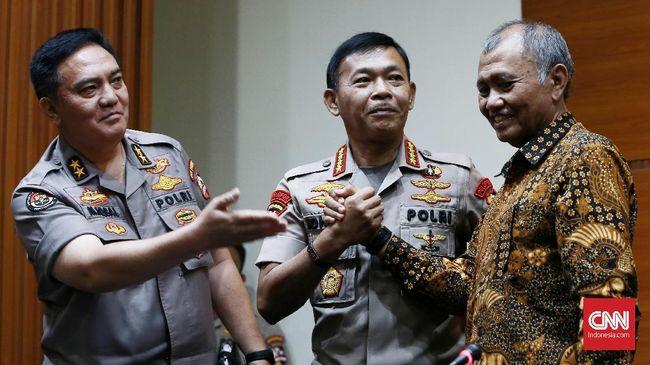 Saat bertamu ke markas KPK, Kapolri Jenderal Idham Azis menjanjikan penuntasan kasus teror air keras terhadap Novel Baswedan.